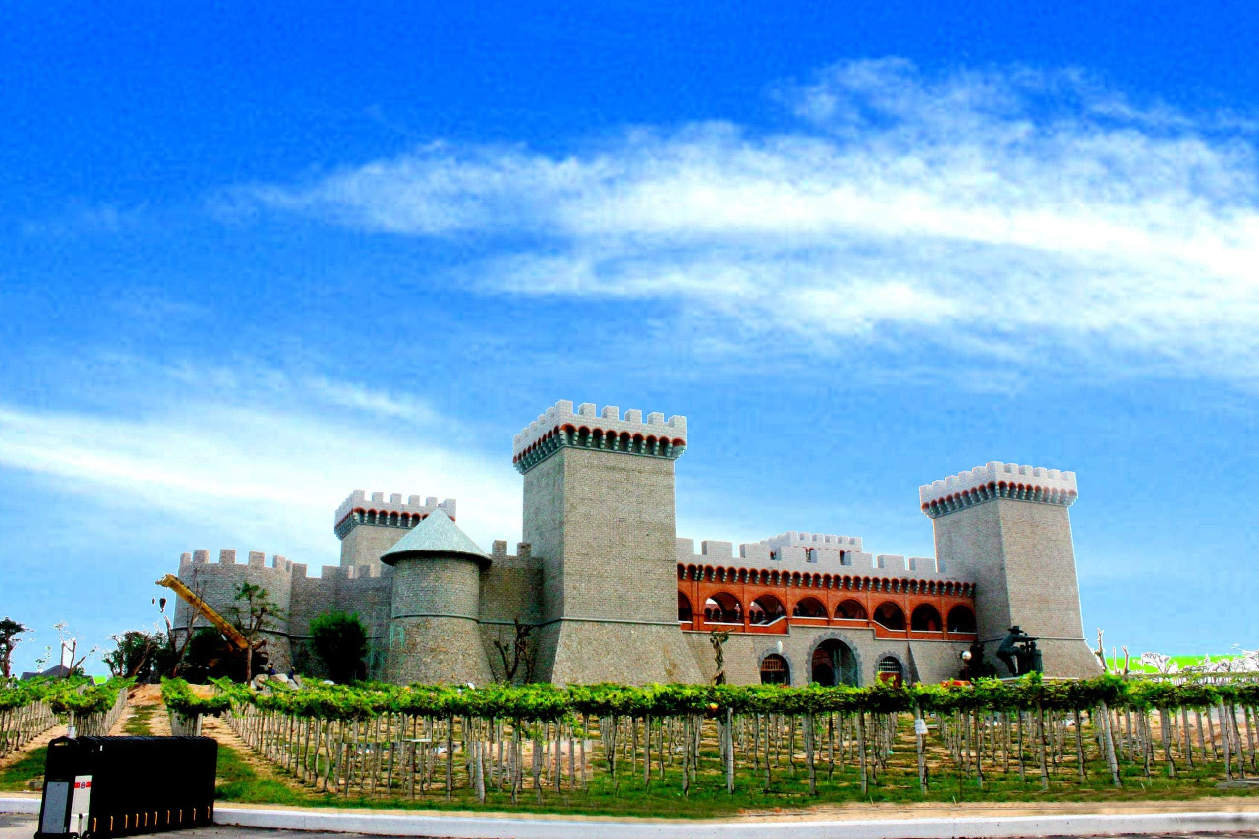 Lâu đài rượu vang Phan Thiết - Tour Cần Thơ Phan Thiết 2 ngày 1 đêm