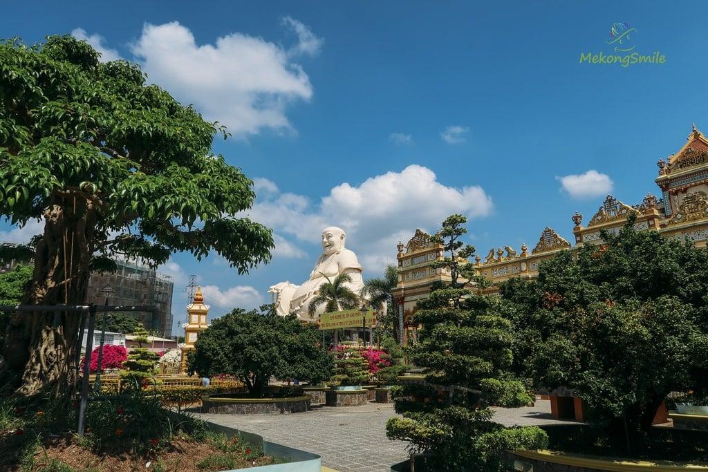 Chùa Vĩnh Tràng có khuôn viên rộng lớn