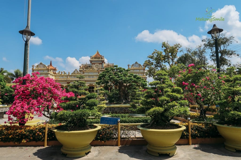 Chùa Vĩnh Tràng có nhiều cây cảnh
