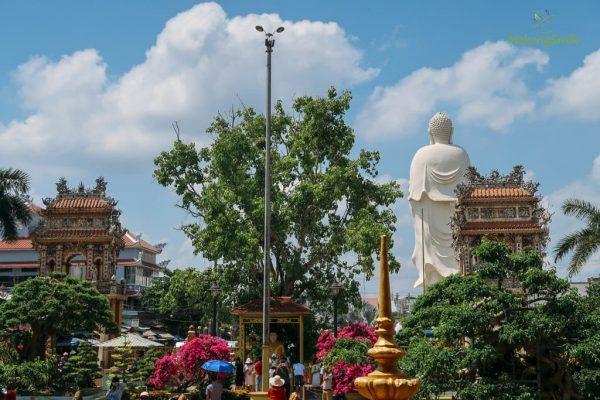 Khuôn viên chùa Vĩnh Tràng Tiền Giang