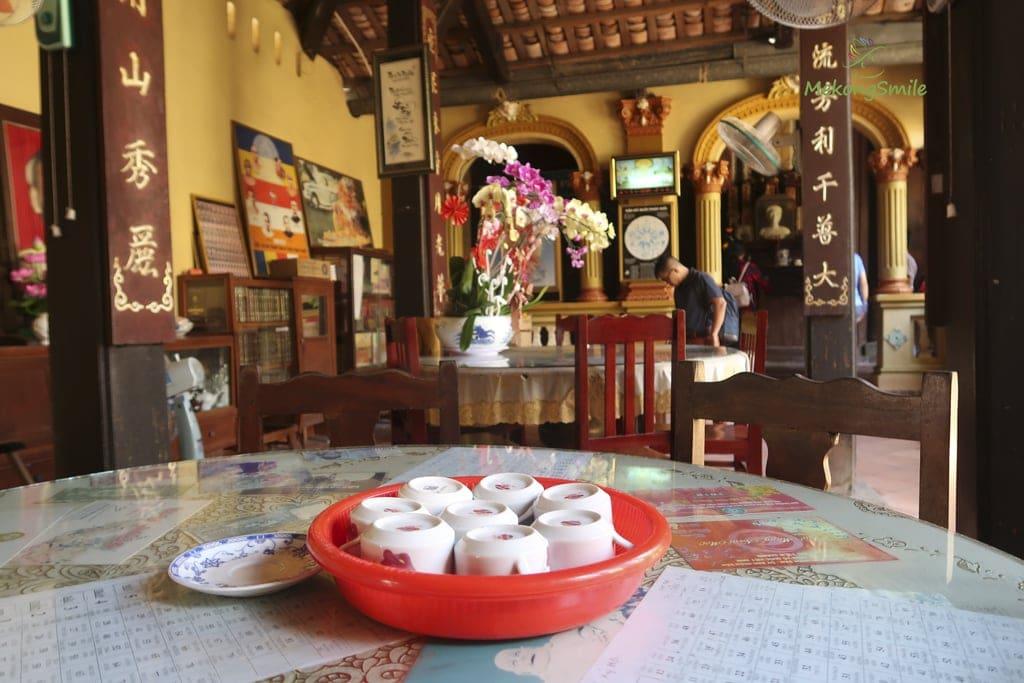 Phòng tiếp khách chùa Vĩnh Tràng