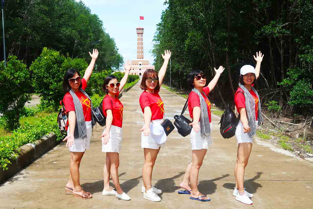 Check-in cột cờ Tổ Quốc